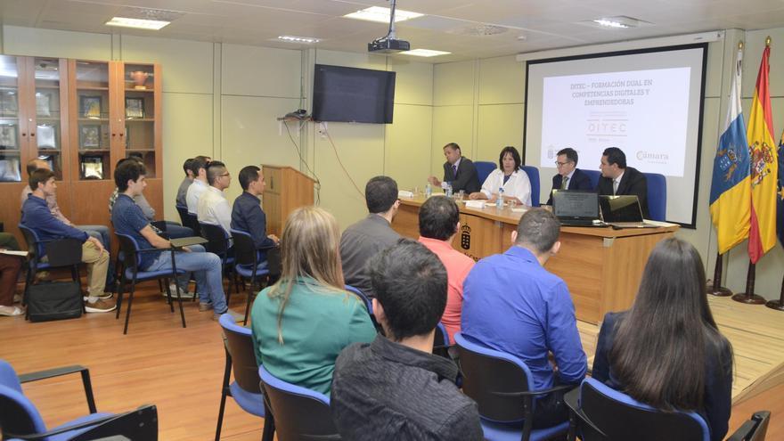 Acto de presentación de los proyectos que 18 estudiantes han planteado para modernizar y adaptar a las nuevas necesidades digitales a varias empresas de La Palma, Tenerife, Gran Canaria, Fuerteventura y Lanzarote.