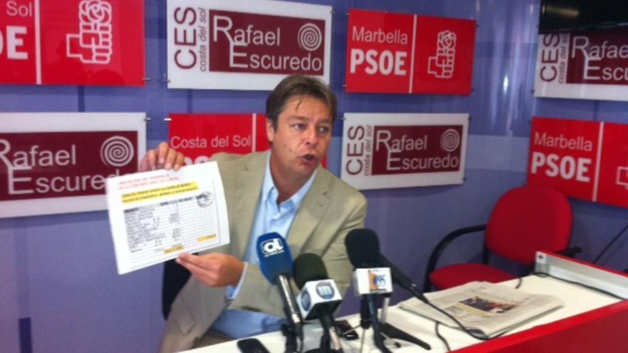 El viceportavoz del PSOE en Marbella, Ricardo López, esta mañana en rueda de prensa