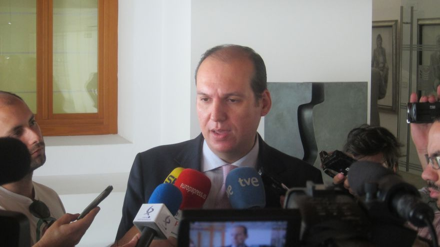 Extremadura señala que los primeros beneficiarios de la Renta Básica podrían cobrarla en julio o antes