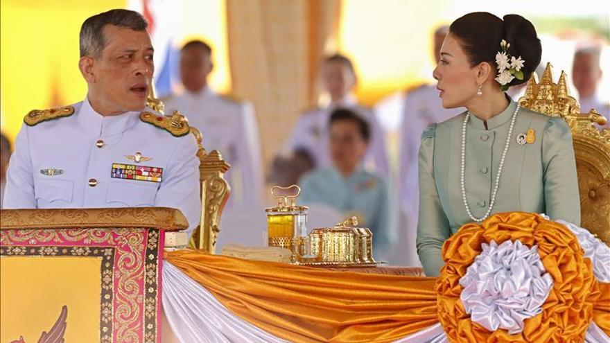 El príncipe de Tailandia formaliza su divorcio con su tercera esposa