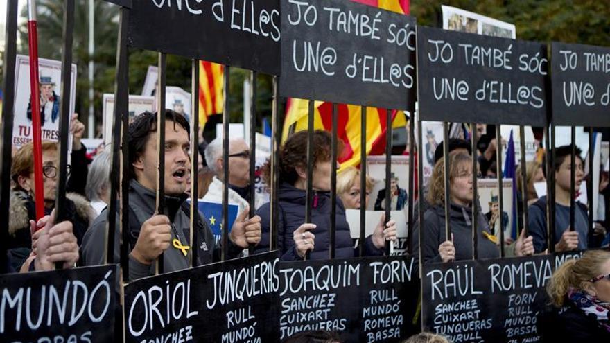 Miles de personas marchan en Barcelona por la libertad de los presos soberanistas