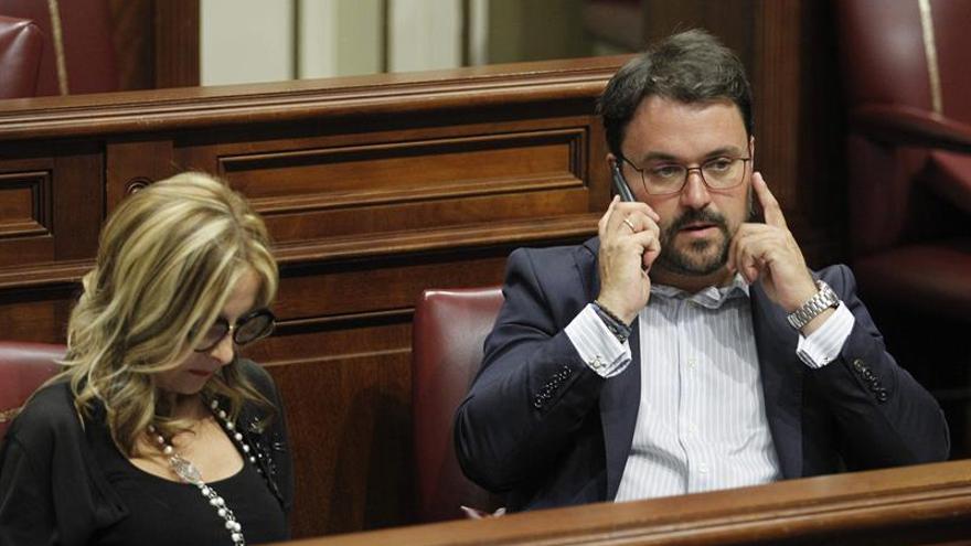 El presidente del PP de Canarias, Asier Antona, junto a la secretaria general, María Australia Navarro