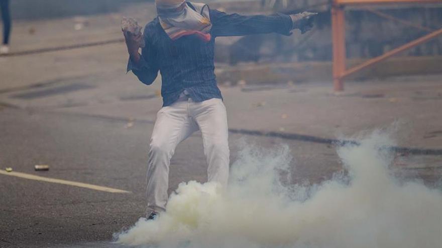 Dos muertos durante protestas en el interior de Venezuela, según gobernador