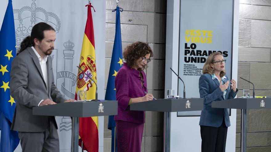 Pablo Iglesias, María Jesús Montero y Nadia Calviño en la rueda de prensa posterior al Consejo de Ministros.