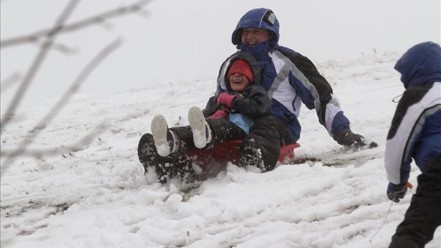 El temporal de nieve y viento mantiene en alerta a veinticinco provincias