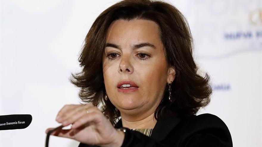 """Sáenz de Santamaría cree que los independentistas utilizan a Forcadell de """"parapeto"""""""