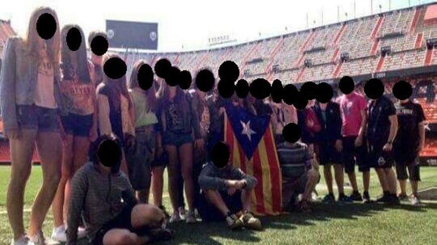 La imagen de los alumnos que ha criticado el Valencia CF