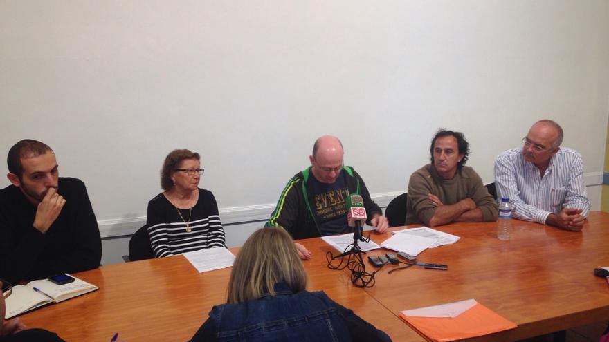 Representantes de las plataformas vecinales de La Laguna durante la rueda de prensa.