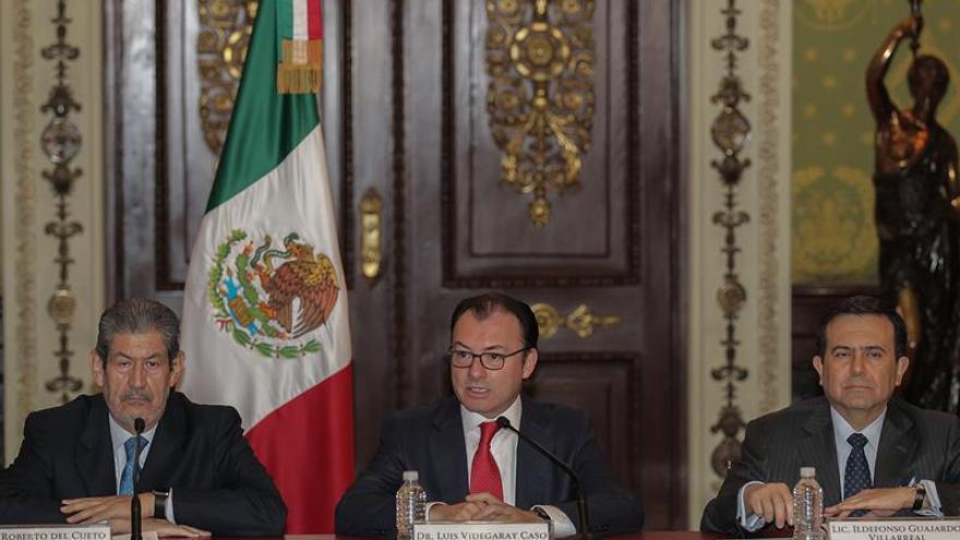 """Peso mexicano se deprecia 6,2 % frente al dólar por volatilidad tras """"brexit"""""""