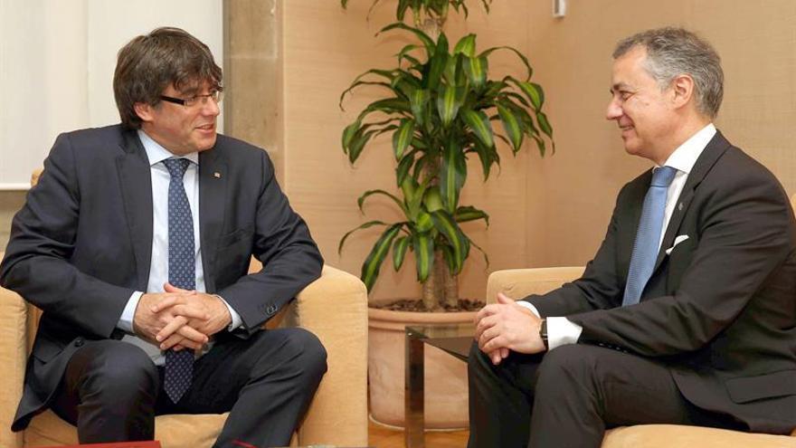 Puigdemont y Urkullu defienden un proceso dialogado para reformular el Estado