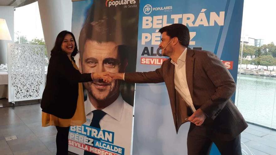 Beltrán Pérez con Virginia Pérez en la presentación del cartel.