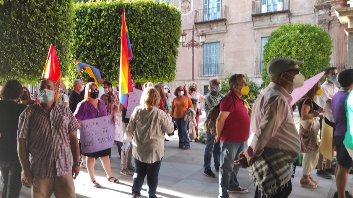 Manifestación por el aniversario del 15M frente al ayuntamiento de Murcia