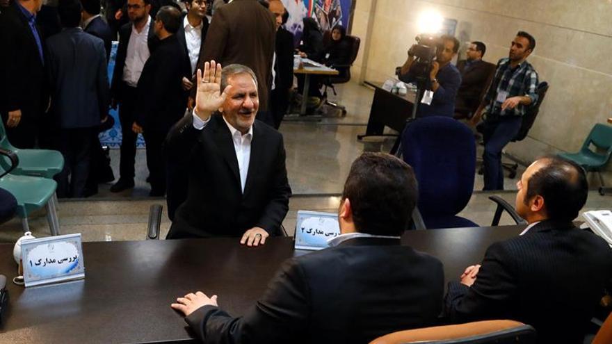El alcalde de Teherán y el vicepresidente se registran para las elecciones de Irán