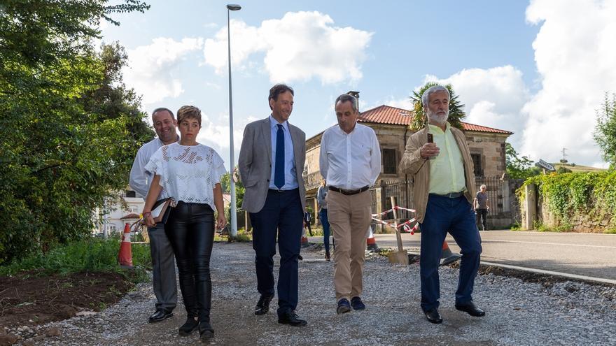 Obras Públicas invierte 280.000 euros en la prolongación dela senda peatonal del Hombre Pez