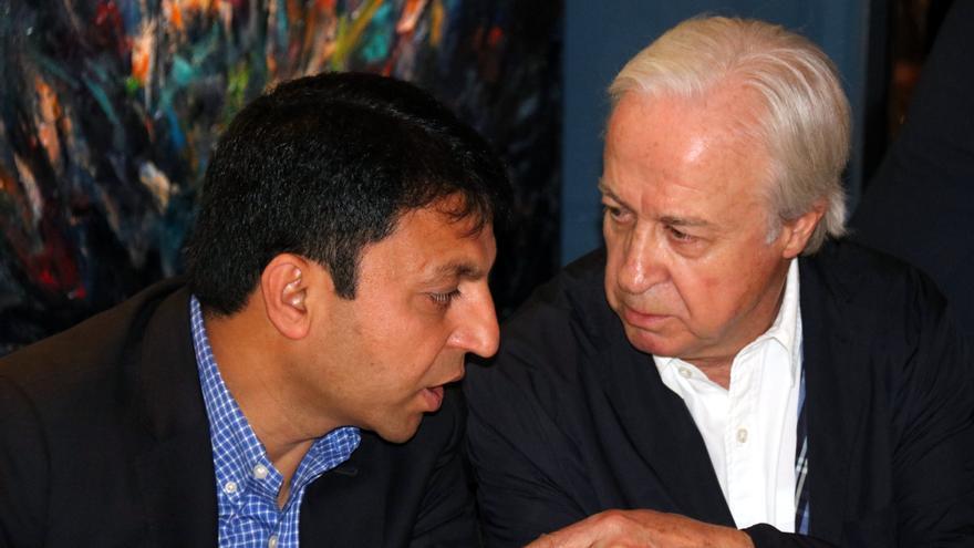 Carles Tusquets (derecha) considerado el candidato oficialista a la presidencia de la Cambra.