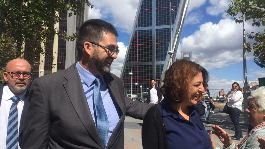Celia Mayer y Carlos Sánchez Mato a su salida de los juzgados de Plaza de Castilla / F.C.