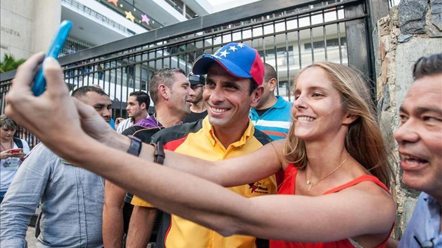 """Capriles: Maduro """"puede querer dar un golpe de Estado"""" en Venezuela"""