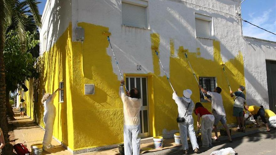 La ANC pinta de amarillo un pueblo catalán para reclamar la independencia