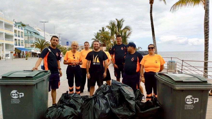Instantánea de la limpieza de litoral puesta en marcha por el Ayuntamiento de Los Llanos.