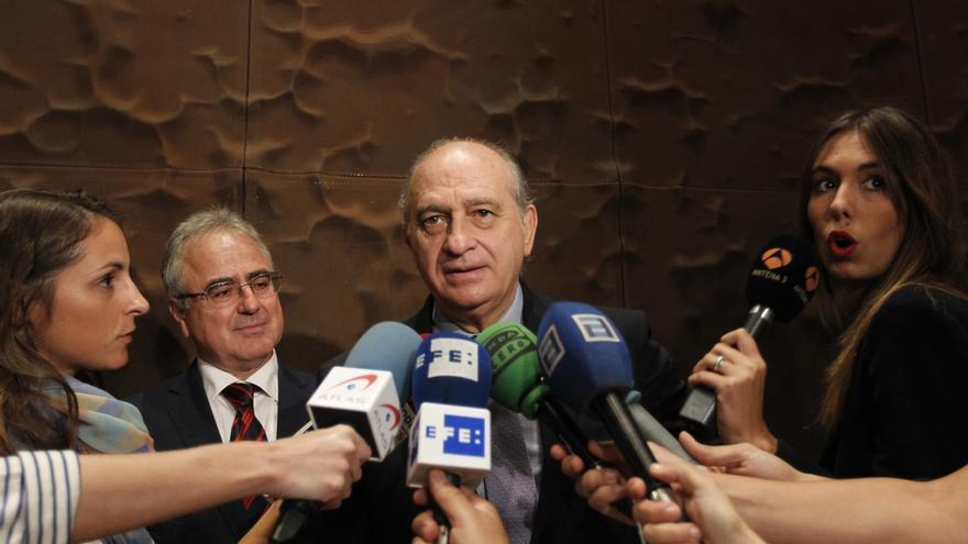 Fernández Díaz rinde homenaje a los funcionarios de Prisiones por su aportación al final de ETA