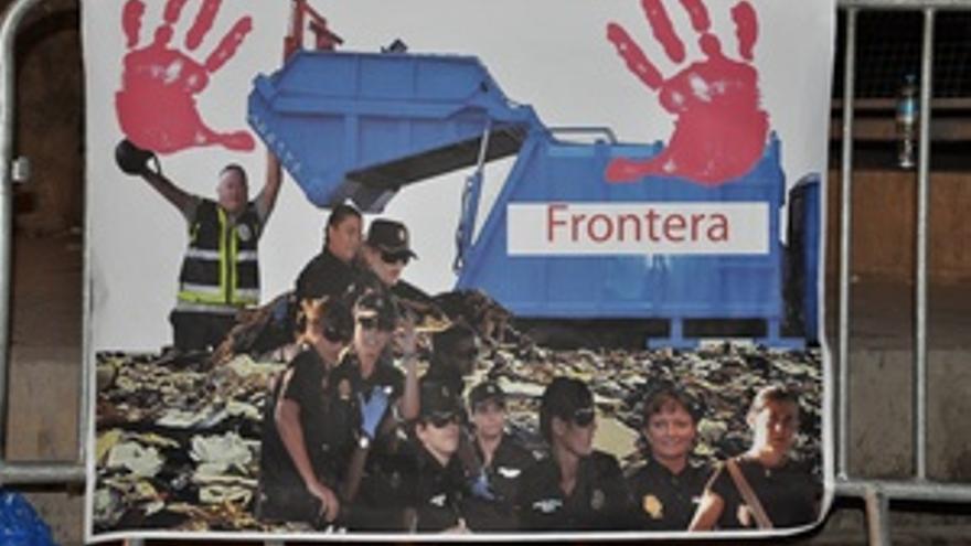 Uno de los fotomontajes con los que han tratado de ridiculizar a la Policía Nacional.