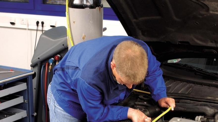 El Congreso destinó casi 3.000 euros en tres meses a limpiar y reparar sus vehículos oficiales