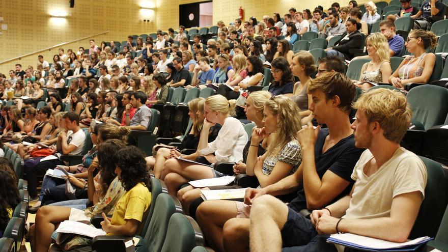 Las ayudas complementarias de Junta a las becas Erasmus tendrán en cuenta el poder adquisitivo de los países de destino