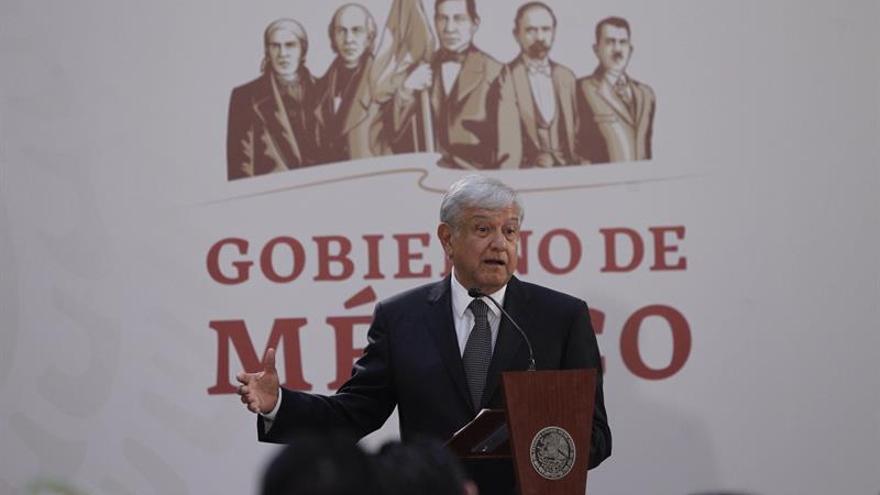 López Obrador promete protección a reporteros tras segundo muerto del mandato