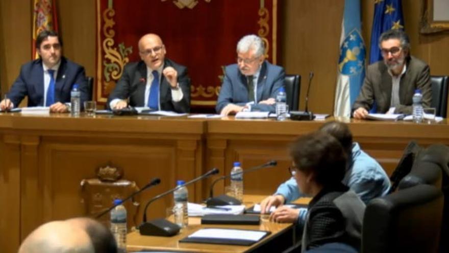 Baltar se dirige a la oposición durante el pleno