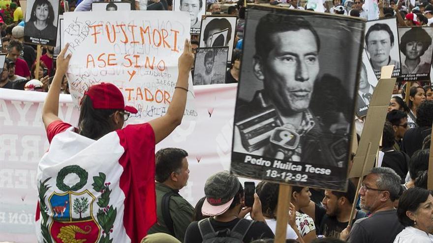 El indulto a Fujimori genera renuncias en el oficialismo y nuevas protestas