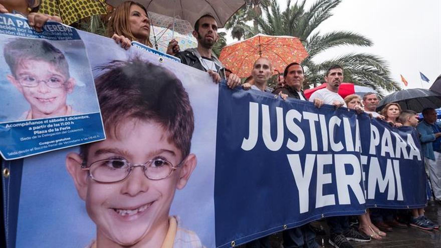 La madre de Yéremi Vargas pide que se reabra el caso, arropada por 300 personas