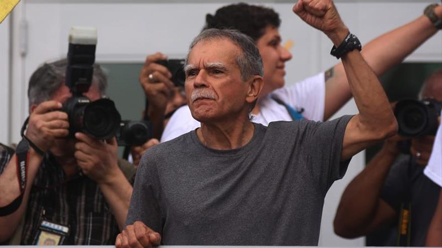 El independentista puertorriqueño Oscar López Rivera fue recibido hoy como héroe por la comunidad boricua de Chicago (Illinois), que incluso inauguró una calle honoraria con su nombre.