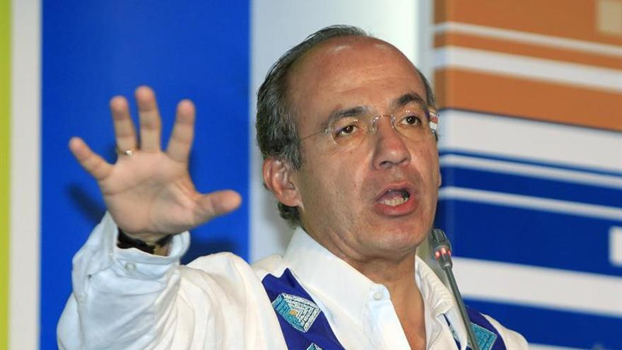 El expresidente mexicano Felipe Calderón sale ileso de un accidente automovilístico