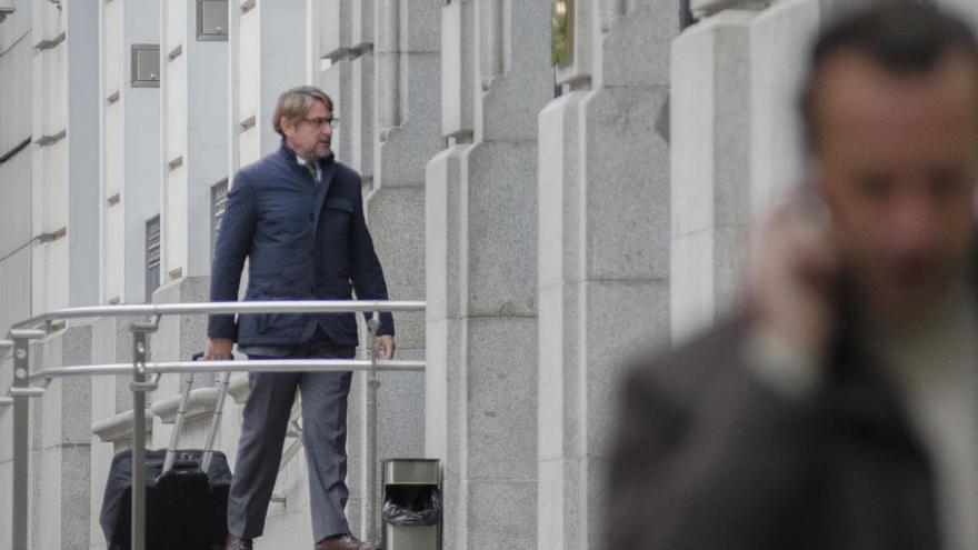 El magistrado Salvador Alba entra en la sede del Consejo General del Poder Judicial.