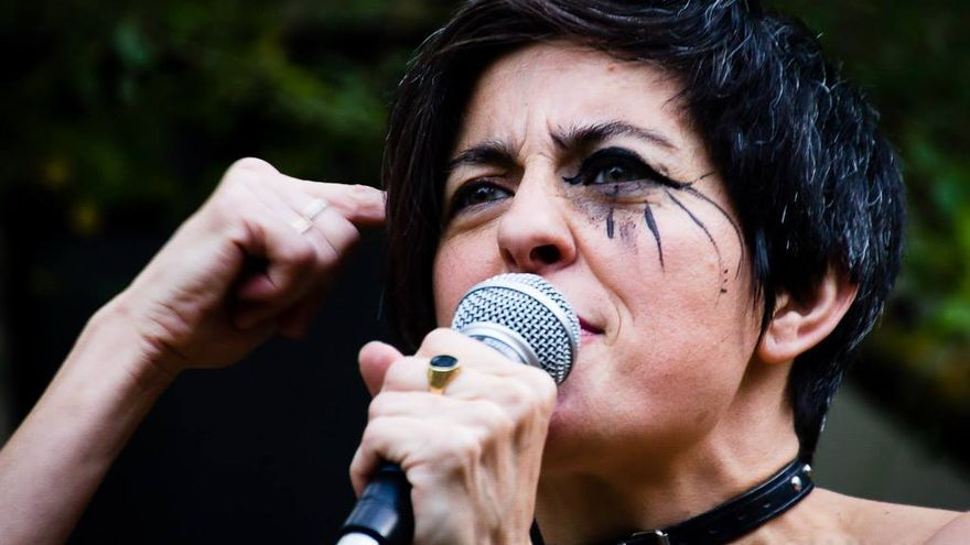 Julia Itoiz, la 'Chula Potra', en un conicerto. Foto: Iñaki Basterra