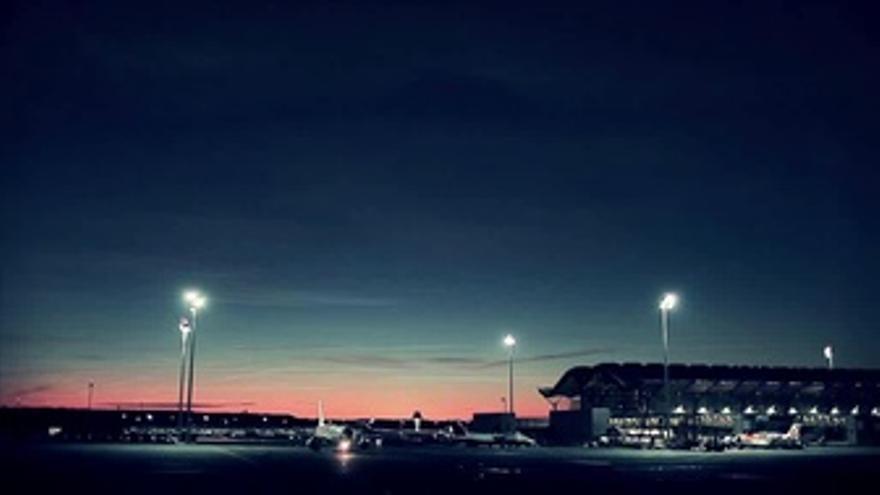 Aeropuerto de Madrid Barajas por la noche
