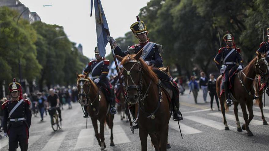 Fernández encabeza el acto de restitución a un museo del sable del general San Martín