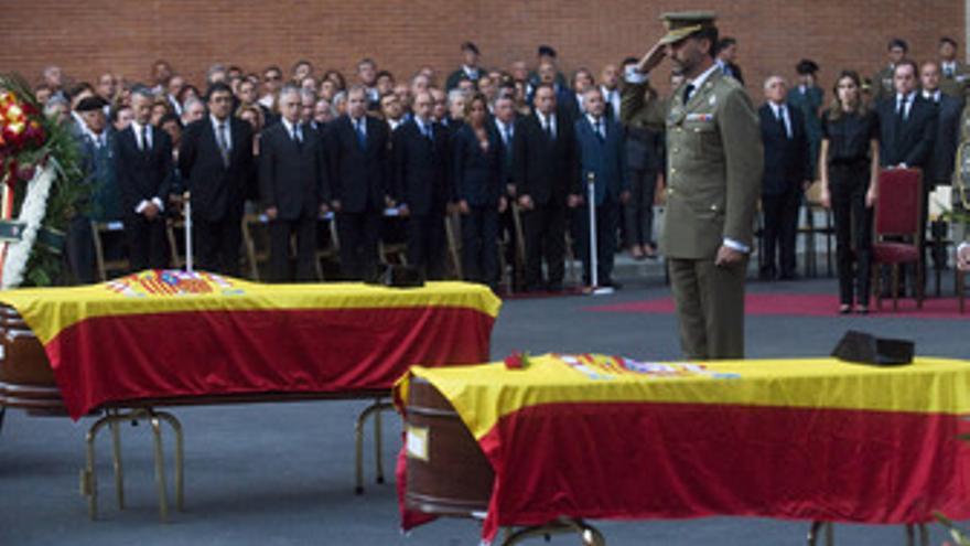 Los Príncipes presiden el funeral por los guardias civiles asesinados en Afganistán. (EUROPA PRESS)