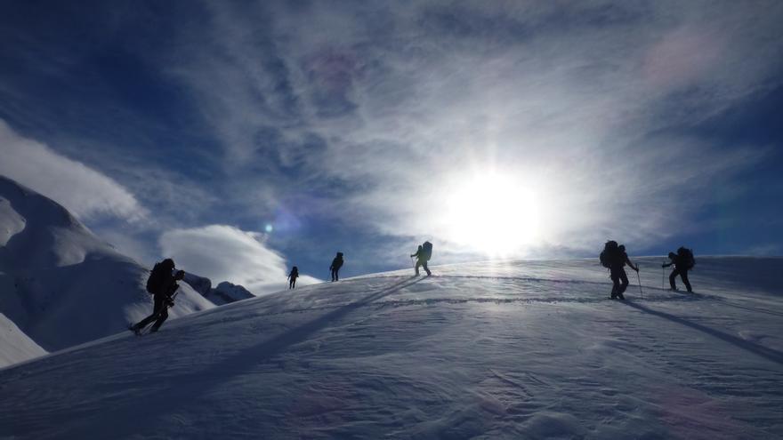 Amplias y onduladas zonas de Alta Montaña nos esperan en el Valle de Ansó para disfrutar del esquí de montaña.