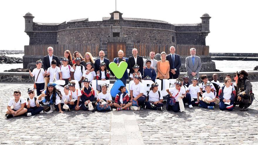 Foto de familia tras la presentación de la cita de este martes, en el Castillo Negro