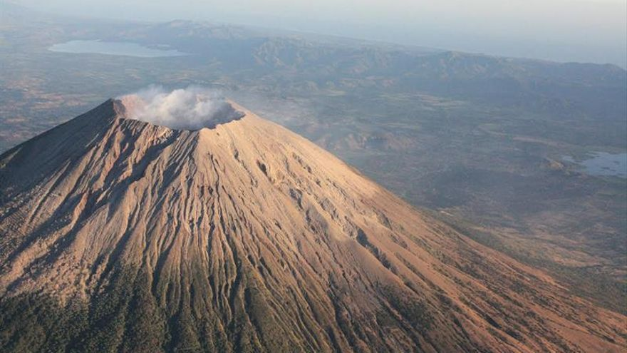 Continúa la emisión de gases en el volcán Chaparrastique de El Salvador