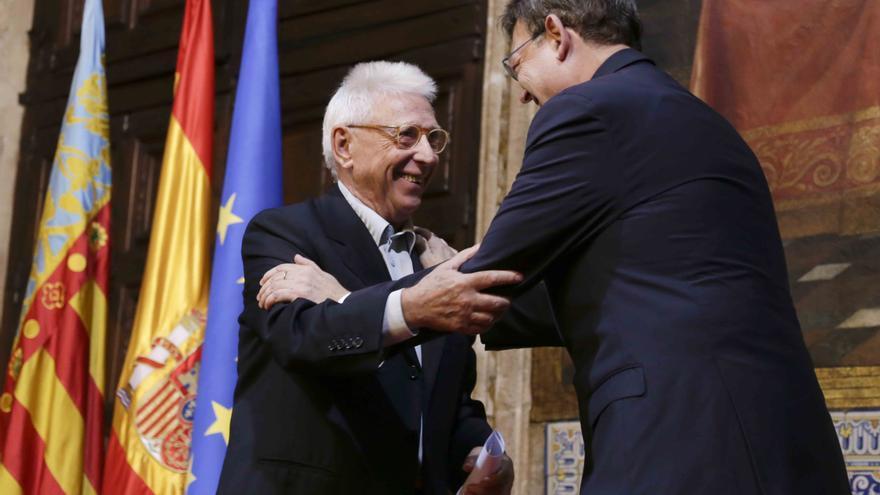 Raimon y Ximo Puig en los actos de conmemoración del 9 d'Octubre.