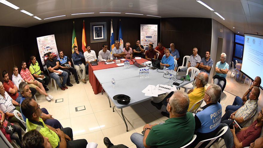 Reunión para la organización de la prueba automovilística.