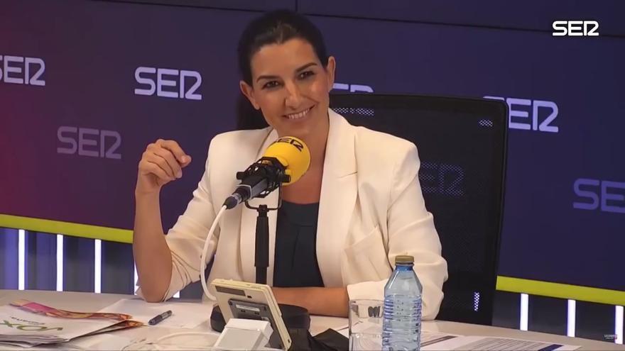 Rocío Monasterio se ríe durante el enfrentamiento ocurrido en el debate.