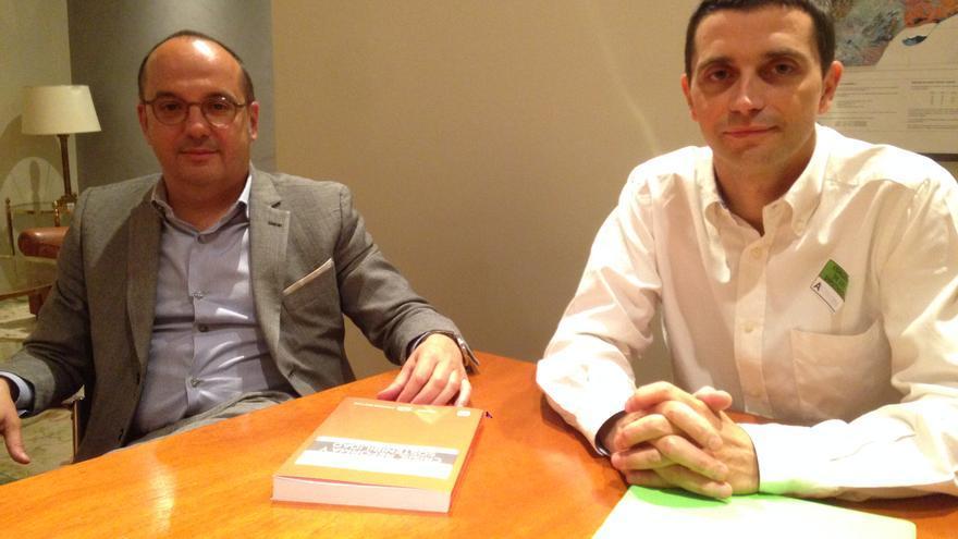 Carles Campuzano (izq.) y Borja Suárez (der.) durante la conversación