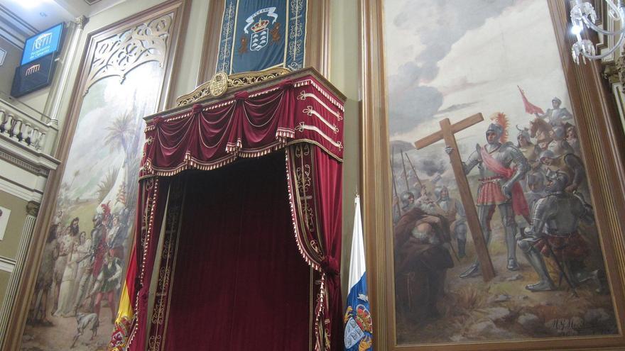 Los lienzos sobre la conquista del Salón de Plenos del Parlamento generan debate.