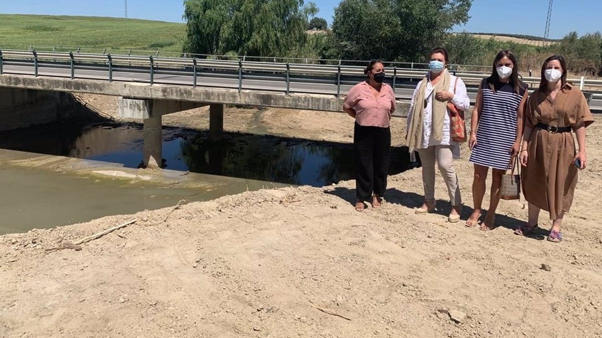 Visita a las obras en la carretera A-386 en Santaella con la limpieza de arroyos.