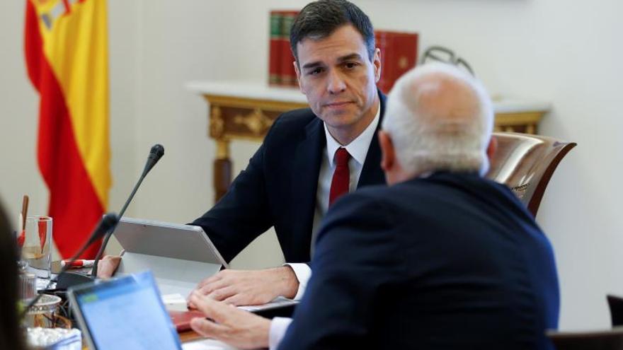 El PP asegura que Sánchez ha cambiado su currículum y le pide explicaciones