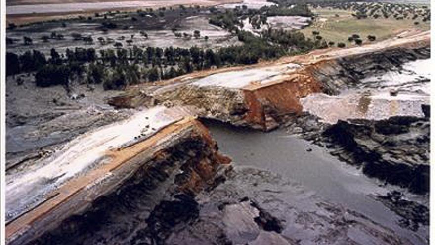 La rotura de la balsa de Aznalcóllar, el 25 de abril de 1998. /FOTO:CSIC