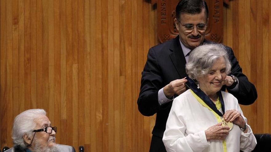 Elena Poniatowska recibe el honoris causa de la Universidad de Guadalajara